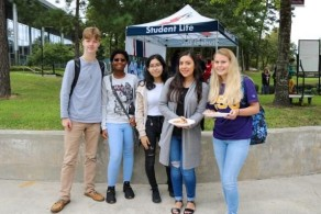 Lone Star College Students (right to left) Garrett Crump, Daisja Carmouche, Katherine Lopez, Sarah Villareal and Madelyn Cahill during Oktoberfest by the Student Secession Center. (Photo by Bri Maguire 17.10.19)